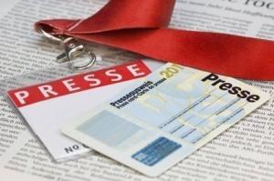 Presseausweis auf einer Zeitungsseite Press card on a newspaper